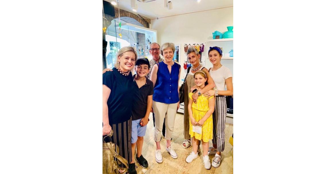 Theresa May a Sirmione con Mirta Frosini